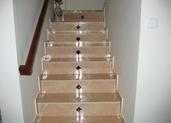 מדרגות ישרות עם דקור