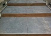 בניית מדרגות בכניסה לבית